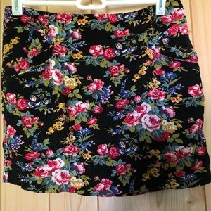 Forever 21 floral skirt with pockets!